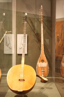 1200px-Greek_musical_instruments.jpg